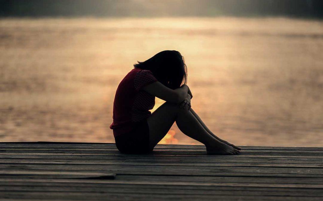 sad child sitting alone, silhouette image - Pexels.com